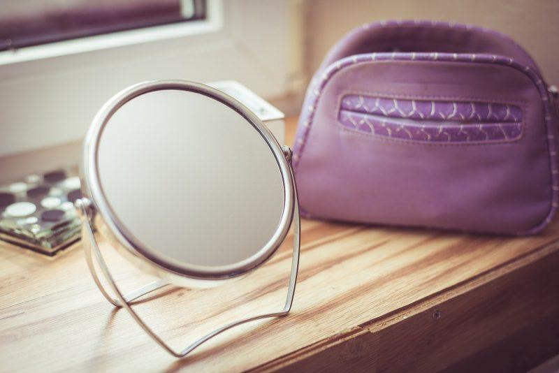 Odpowiednia pielęgnacja twarzy – sposoby, akcesoria, kosmetyki